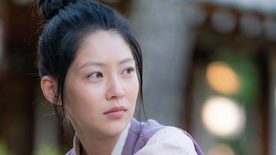 Nữ chính 'Biệt Đội Hoa Hòe' - Gong Seung Yeon là ai mà khiến khán giả tò mò đến thế?