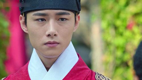 'Biệt đội hoa hòe: Trung tâm mai mối Joseon' tập 15: Ngai vàng nguy cơ bị lật đổ, Lee Soo sắp lãnh kiếp 'lên voi, xuống chó'?