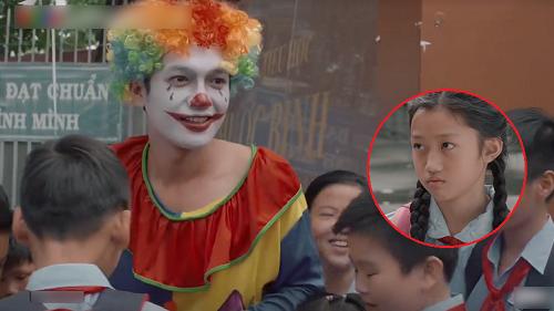 'Tiệm Ăn Dì Ghẻ' tập 3: Bị con gái hắt hủi vì từng đi tù, Quang Tuấn hóa trang thành Joker đến trường gặp con
