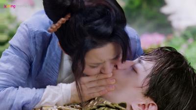 'Hương mật tựa khói sương' (tập 1+2): Vừa hôn Đặng Luân, Dương Tử đã bỏ nhà theo trai lạ