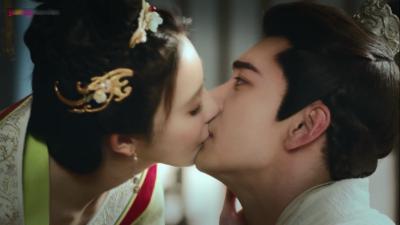 Đông Cung (Tập 51): Vừa được cưỡng hôn, Lý Thừa Ngân đã 'phụt máu' khi chứng kiến Tiểu Phong tự tử