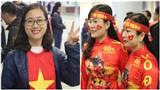 CĐV Việt Nam 'nhuộm đỏ' sảnh sân bay, nô nức sang Malaysia xem chung kết