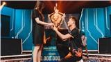 Đội trưởng Gấu có hành động ý nghĩa cùng vợ sắp cưới sau chiến thắng áp đảo tại chung kết ĐTDV mùa Xuân 2020