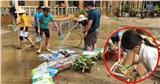 Sau lũ, giáo viên cùng phụ huynh ở Lào Cai gạt bùn, phơi sách trước thềm năm học mới