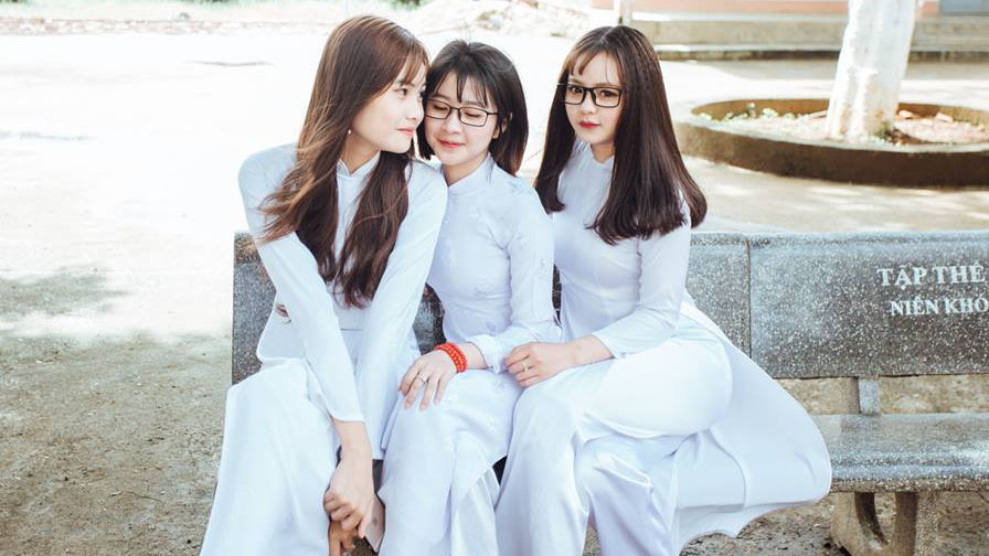 Đã tìm ra 'info' của ba nữ sinh mặc áo dài xinh đẹp được chú nhất trên MXH hôm nay