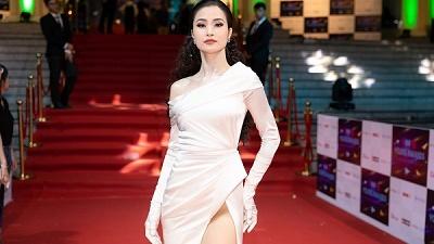Ca sĩ của năm - Đông Nhi nuối tiếc khi lần cuối cùng được ẵm cup tại Keeng Young Awards
