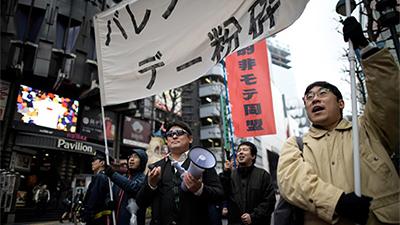 Nhóm thanh niên Nhật vừa ế vừa kém hấp dẫn diễu hành khắp phố đòi 'đả đảo' ngày Valentine