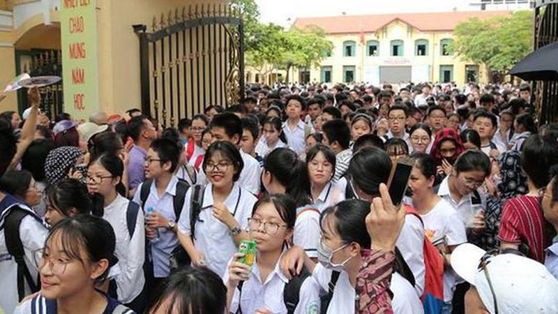 Cảnh báo những chiêu lừa đảo tinh vi ngay trước cổng trường, học sinh và phụ huynh cần đặc biệt lưu ý