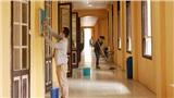 Giáo viên và phụ huynh THPT Phan Đình Phùng cùng dọn vệ sinh trường lớp chuẩn bị đón học sinh trở lại