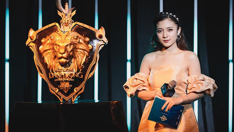 Không phải ADC hay Lai Bâng, MC Phương Thảo mới là người chiếm trọn 'spotlight' trong Chung kết Đấu Trường Danh Vọng mùa Xuân 2020