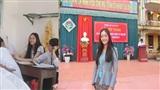 Ngất ngây với nhan sắc trẻ trung như học sinh của cô giáo thực tập người Lào