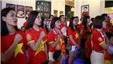 CĐV Hà Nội kéo nhau đến quán cafe của Tư Dũng cổ vũ đội tuyển Việt Nam