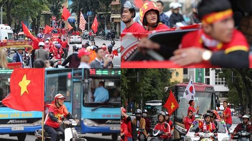 Nhuộm đỏ mọi nẻo đường Thủ đô, người hâm mộ hừng hực khí thế 'Việt Nam vô địch'