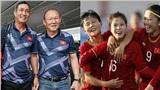 Thầy Park và ban huấn luyện trực tiếp đến sân cổ vũ tuyển nữ Việt Nam chiến thắng Thái Lan