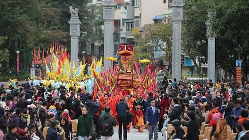 Lễ hội gò Đống Đa: Hàng nghìn du khách tế lễ, dâng hương