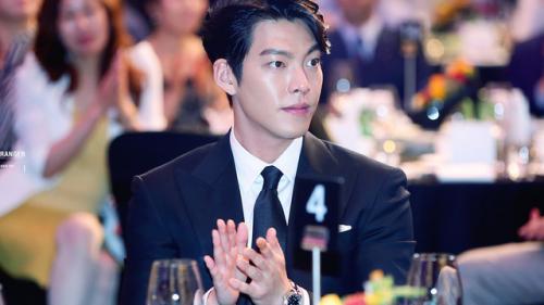 Kim Woo Bin lần đầu xuất hiện tại lễ trao giải Rồng Xanh sau hơn 2 năm vắng bóng để điều trị bệnh ung thư