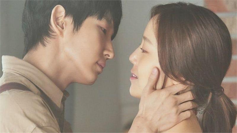 Lee Joon Ki - Moon Chae Won nói về 'cảnh hôn ướt át' ngay trong tập đầu tiên 'Flower of evil'