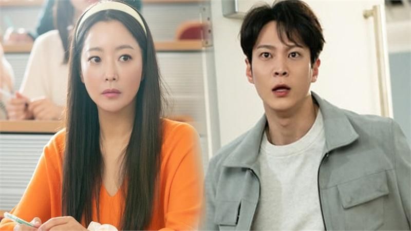 'Xứ sở Alice' preview tập 9-10: Joo Won gặp lại Kim Hee Sun tại trường đại học sau khi bị 'văng' về quá khứ 10 năm trước