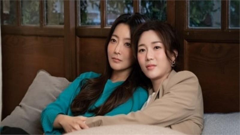 Hậu trường đầy tiếng cười của 'Xứ sở Alice': Kim Hee Sun ở cạnh tình địch còn 'tình' hơn khi ở bên Joo Won