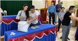 Thủy Tiên ngày thứ 7 viện trợ miền Trung - làm cả thông dịch viên tiếng Nghệ An