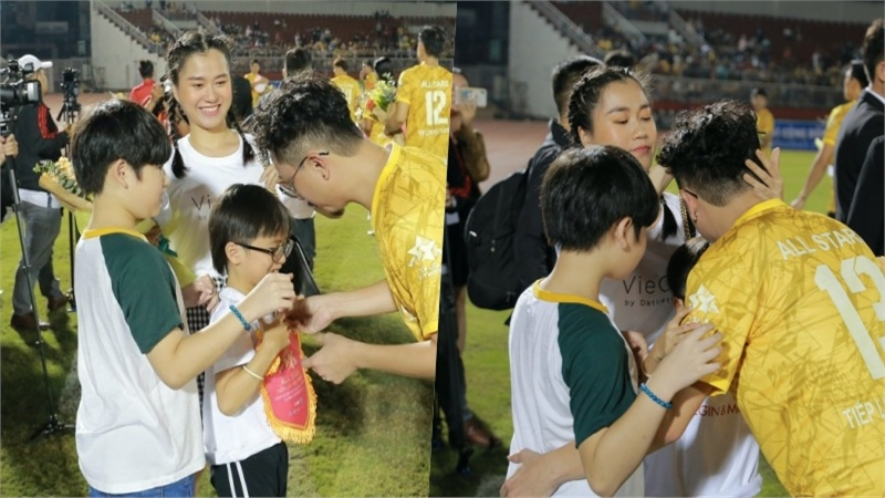 Hậu lùm xùm thái độ, Lâm Vỹ Dạ dẫn 2 con cổ vũ Hứa Minh Đạt tham gia trận bóng từ thiện của Jack