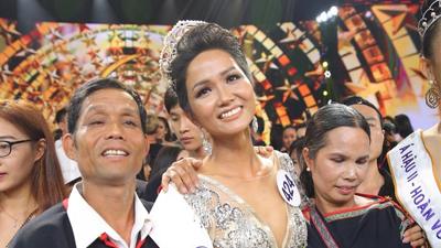 Gần 1 năm sau khi đăng quang Hoa hậu Hoàn vũ, H'Hen Niê đã trả hết nợ cho bố mẹ