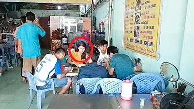 Bắt gặp Phan Văn Đức và bạn gái tin đồn Ngọc Nữ đi ăn cùng nhau tại Sài Gòn