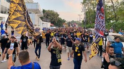 Chưa chung kết lượt đi, nhóm CĐV khét tiếng Malaysia đã hẹn sẽ ồ ạt đến Hà Nội trận lượt về