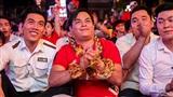 Thần Tài tái xuất, đeo vàng đỏ người cầu may cho đội tuyển Việt Nam
