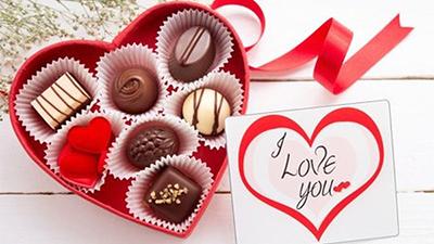 Valentine 14/2 sắp tới rồi nhưng nửa thế giới vẫn tự hỏi: Con trai hay con gái phải tặng chocolate để tỏ tình?