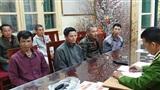 Cảnh sát hoá trang, mặc thường phục bắt quả tang 6 'cò mồi' đeo bám chèo kéo du khách đi Chùa Hương