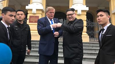 Bản sao ông Kim Jong-un và Donald Trump khiến người dân Hà Nội náo loạn khi bất ngờ xuất hiện tại Nhà hát lớn