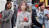 Nữ phóng viên Triều Tiên xinh đẹp với phong thái thanh lịch và nụ cười 'đốn tim' xuất hiện tại ga Đồng Đăng