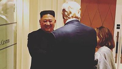 Chủ tịch Kim vẫn dành cho TT Trump nụ cười tạm biệt 'tươi rói' dù không đạt thỏa thuận
