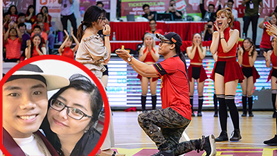 Sau 2 năm yêu, chàng MC hoạt náo cầu hôn bạn gái ngay trên sân bóng rổ khiến người hâm mộ vỡ òa