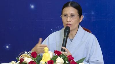 Bà Phạm Thị Yến chùa Ba Vàng lại 'đăng đàn' thuyết giảng, chưa lên xin lỗi nhà nữ sinh giao gà