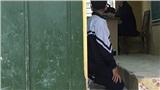 Đình chỉ công tác 1 tuần với giáo viên bắt học sinh quỳ trong giờ học