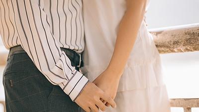 Bác sĩ Tiin: Bạn trai cho tay vào vùng kín làm ra dịch trắng, liệu có thể mang thai?