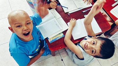 Năm học mới ở lớp học 'truyền dịch' sự sống cho bệnh nhi ung thư