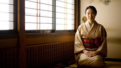 Phụ nữ Nhật Bản thời hiện đại: Tự kết hôn với chính mình, coi việc lấy chồng là 'tự dồn mình vào góc tường', khiến các đấng mày râu ế vợ, chính quyền lo lắng