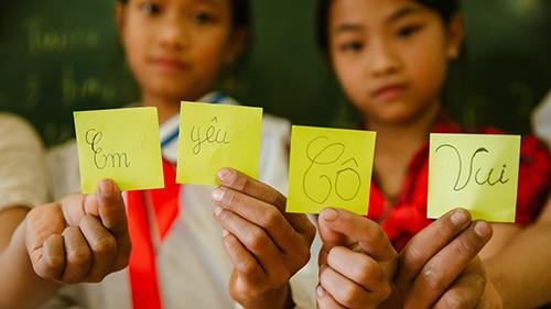 Những lời nhắn gửi xúc động các em học sinh tiểu học dành cho cô Hiệu phó sắp về hưu