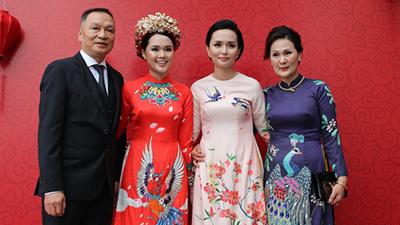 Vốn con nhà trâm anh thế phiệt, khung cảnh ăn hỏi tại tư gia Quỳnh Anh được trang hoàng hoành tráng ra sao?