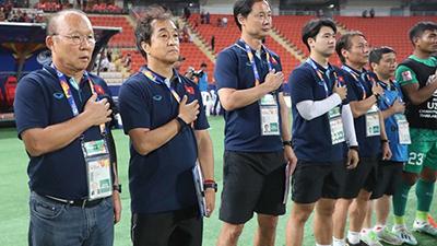 Truyền hình Hàn Quốc sửng sốt trước cách fan Việt chào đón thầy trò HLV Park Hang-seo