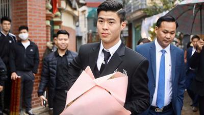 Chú rể Duy Mạnh rạng rỡ sang nhà Quỳnh Anh đón dâu