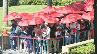 Choáng váng cảnh người dân Hà Nội đội nắng, xếp hàng dài chờ khai trương thương hiệu nổi tiếng từ Nhật Bản
