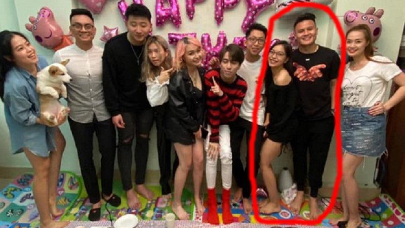 Nhật Lê hạnh phúc cùng Quang Hải dự tiệc sinh nhật bạn thân, cả hai còn không ngần ngại diện đồ đôi
