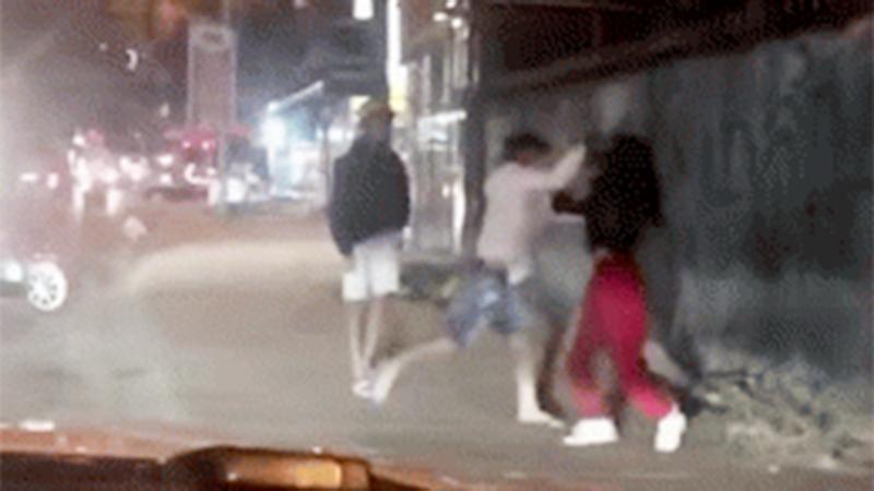 Clip: Chồng đánh vợ vì đi nhậu không xin phép và cái kết… bị 'tẩn lại sấp mặt'