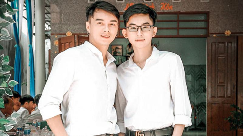 Biết con trai là LGBT, yêu người hơn tận 11 tuổi, bà mẹ suốt ngày giục... đi lấy chồng