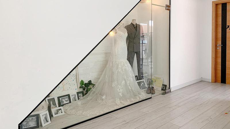 Để gia đình không đổ vỡ sau những cuộc cãi vã, đôi vợ chồng xây hẳn phòng trưng bày kỷ vật tình yêu, 'muốn chia tay thì nhìn thẳng vào nó'!