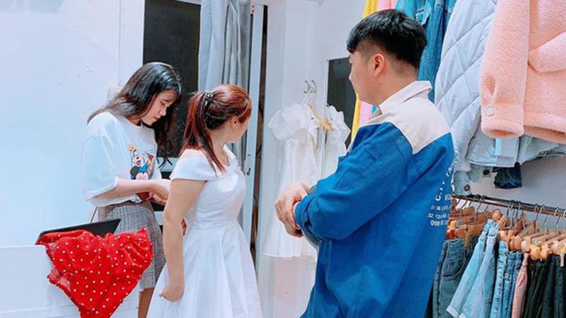 Vừa lĩnh lương, anh chồng 'quốc dân' đã dẫn bà xã đi mua váy mới: Mình nhếch nhác thế nào cũng được, nhưng vợ luôn phải xinh đẹp nhất!